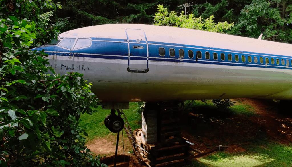 plane 8