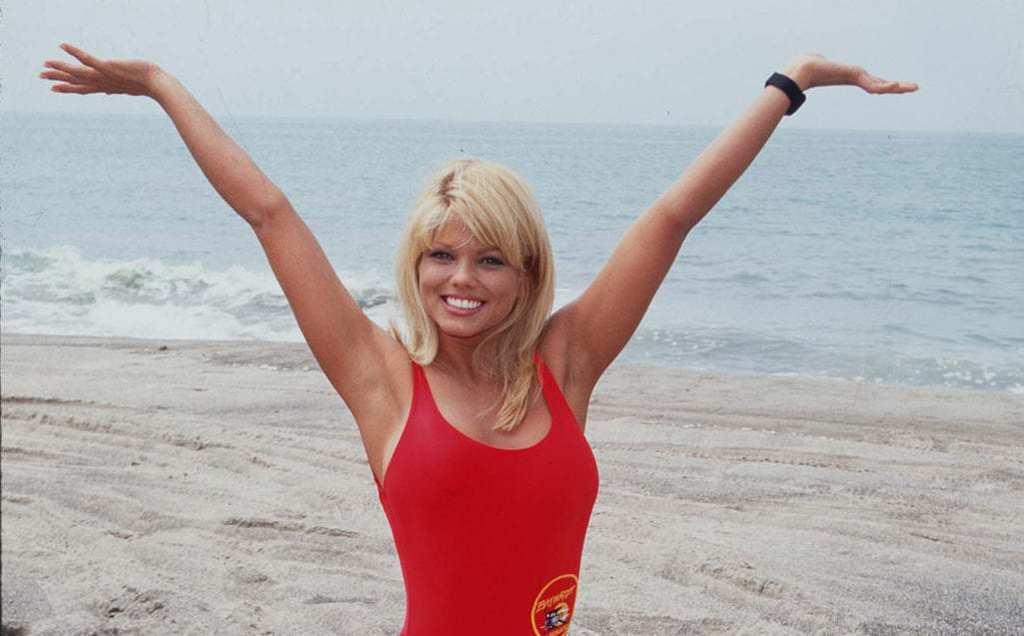 Baywatch Beaches Be Crazy Mens T Shirt Pamela Anderson Yasmine Bleeth Gena Nolin