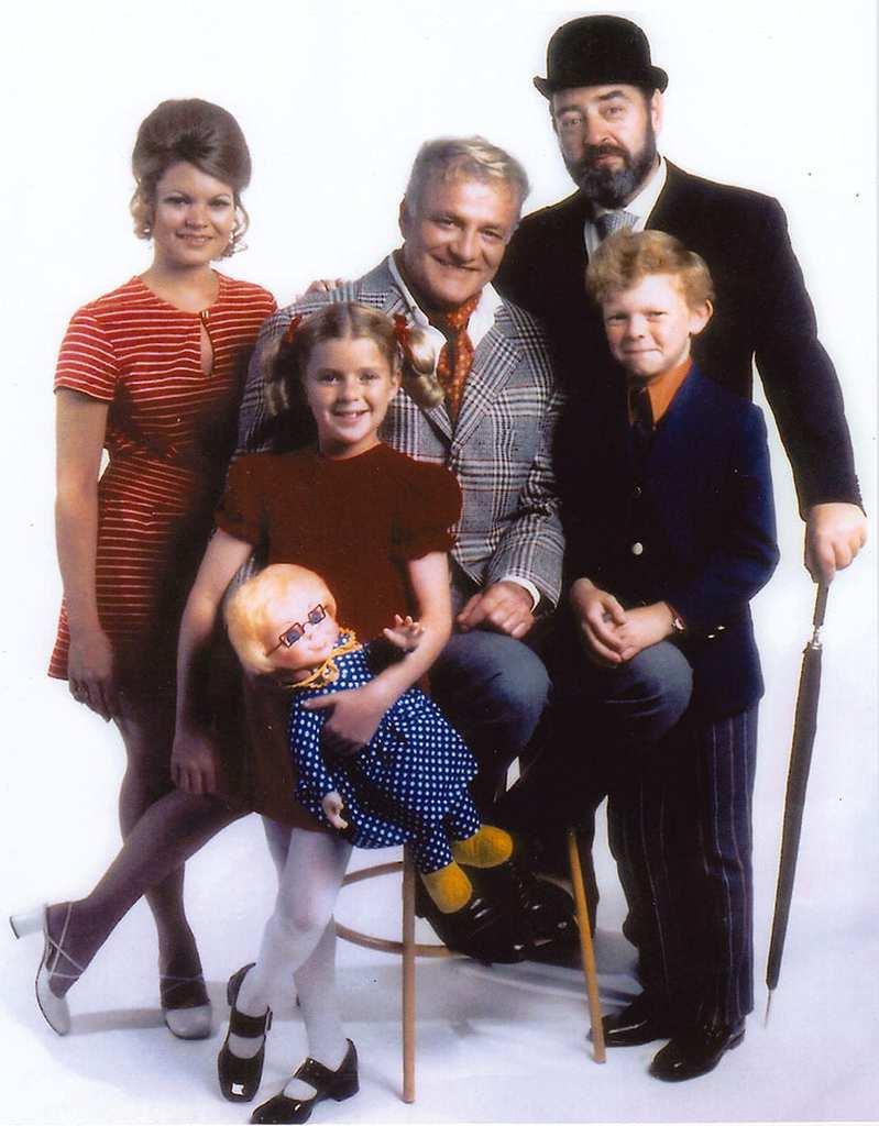 Surviving Christmas Cast.Family Affair S Kathy Garver Opens Up About The Cast Curse