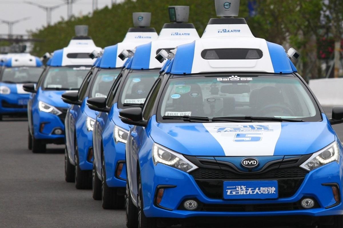 Autonomous Taxi Vehicles Using Baidu Software In a Test