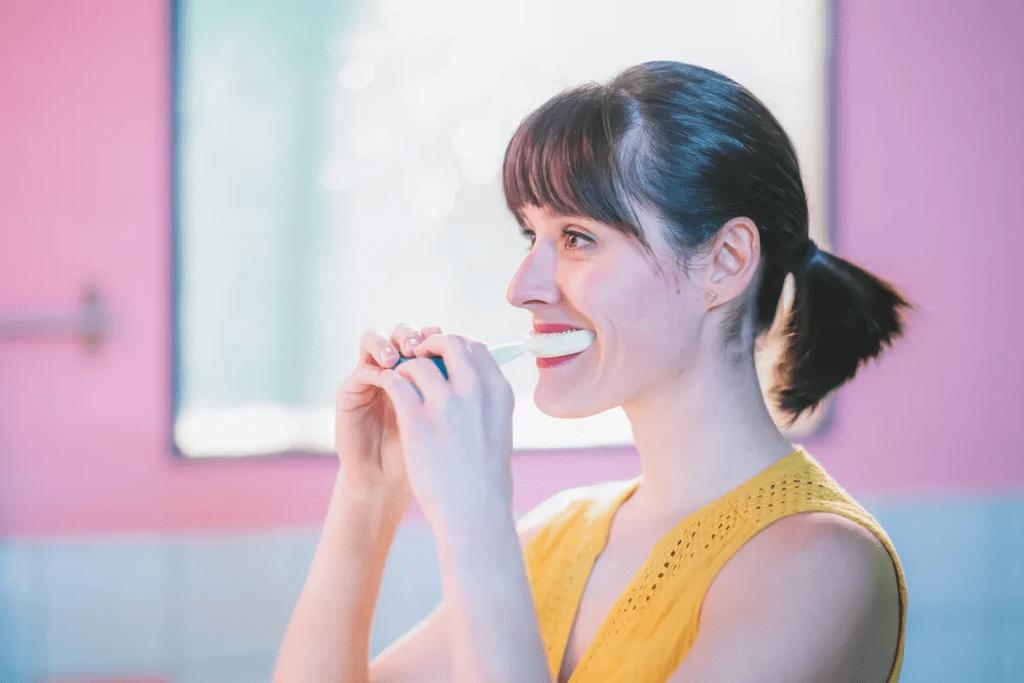 A female model using the Y-Brush