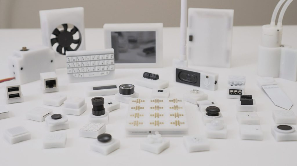 A New Modular Computer Called Pockit Creates Gadgets From Scratch
