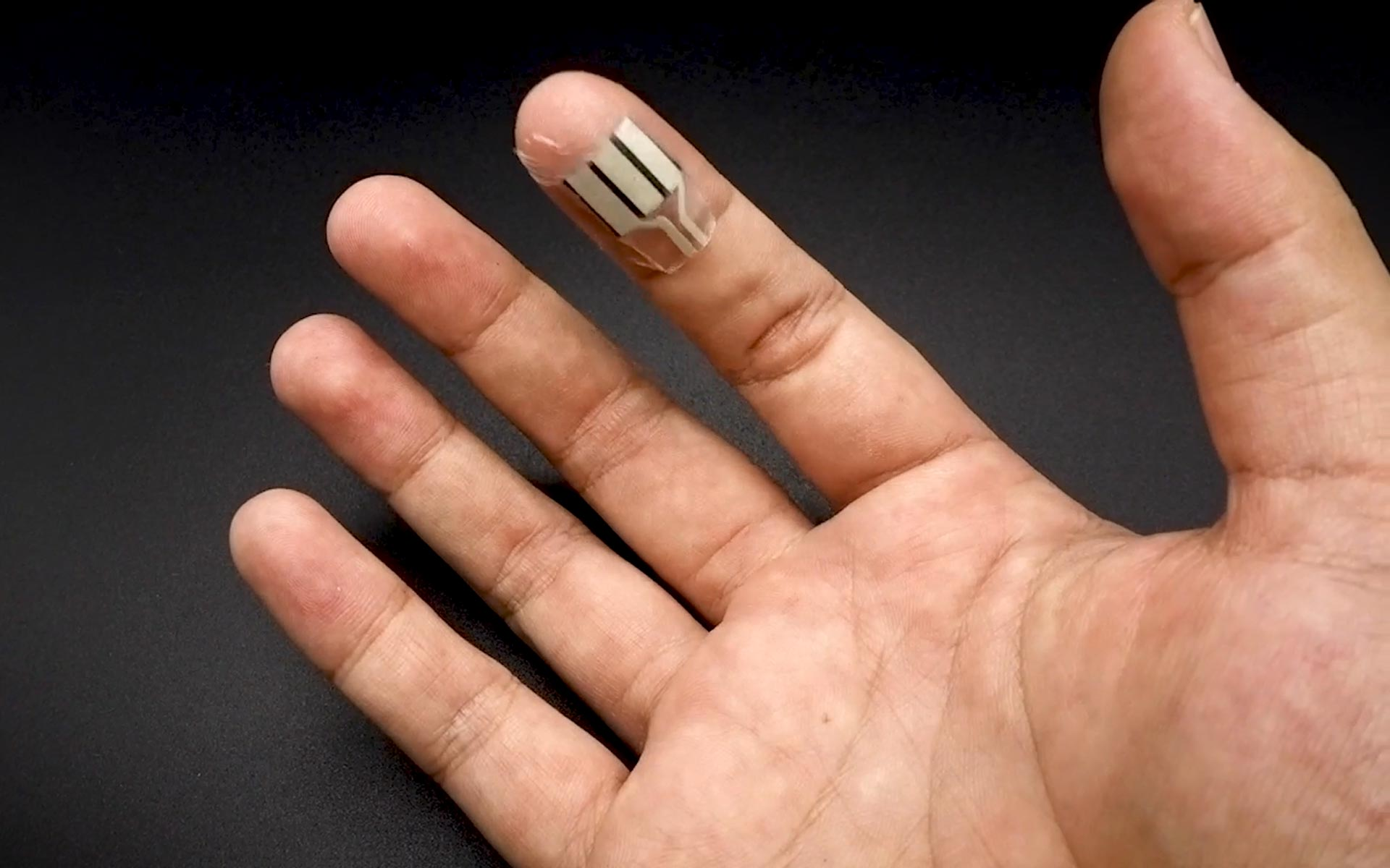 A Device That Turns Sweaty Fingers Into a Gadget Charger